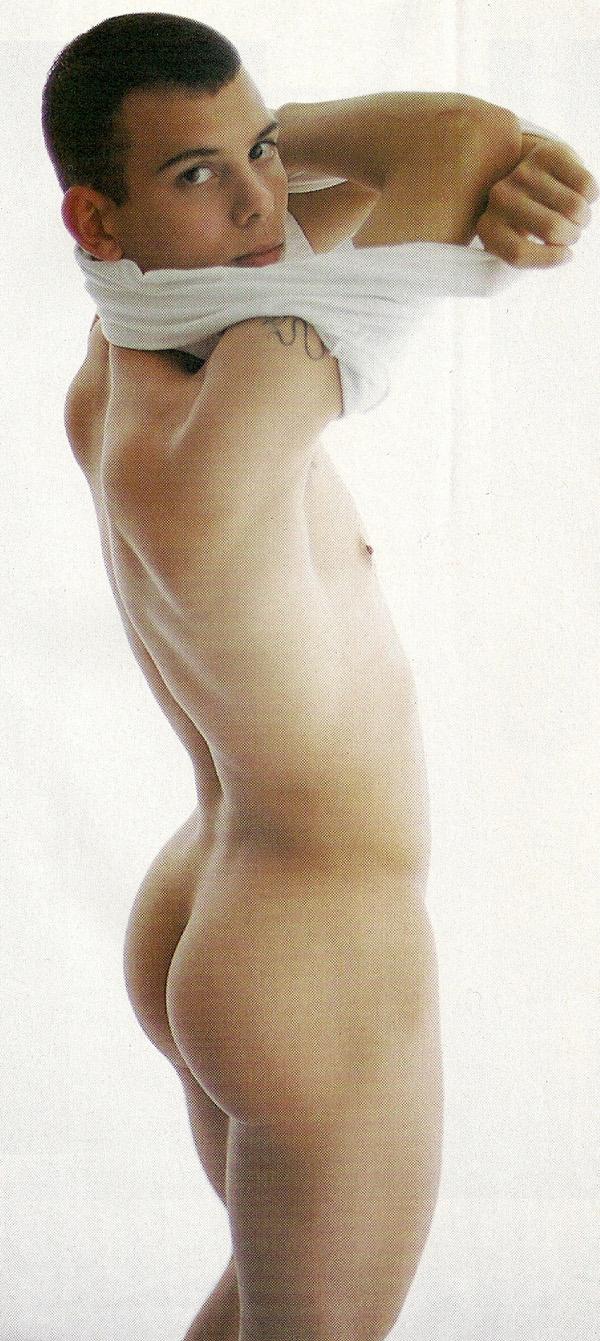 Chico desnudo 2