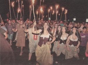 2013-07-08- La Voz de Galicia- Hirmandiños castillo de Vimianzo 2