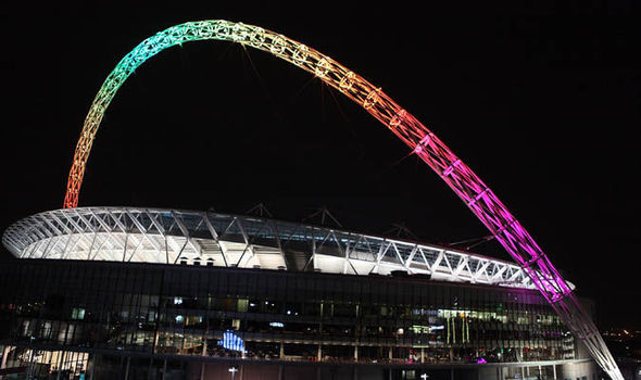 wembley-con-la-bandera-del-orgullo-gay-2